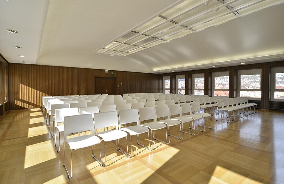 Versammlungssaal mit Mehrzweckstuhl klif